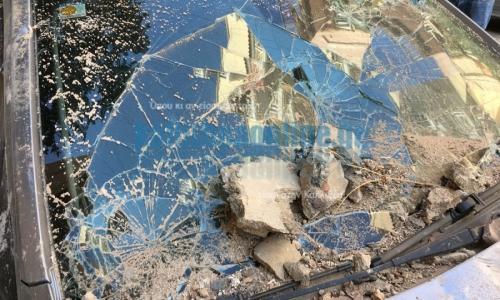 Ζημιές στην Καλλιθέα από τον σεισμό - Κατέρρευσε πρόσοψη παλιού κτιρίου