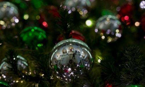 Με άρωμα Χριστουγέννων τα νέα αντι-Covid έκτακτα μέτρα από τον δήμο Καλλιθέας