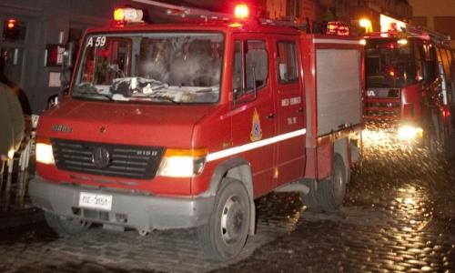 Στις φλόγες μεζεδοπωλείο τη νύχτα στην Καλλιθέα - Όλα δείχνουν εμπρησμό